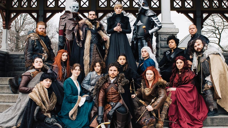 Illustration for article titled Game Of Thrones Cosplay Got The Whole Gang Together (For A Wedding Proposal)