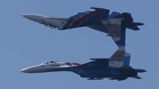 Maniobras inverosímiles a bordo del caza ruso Su-27