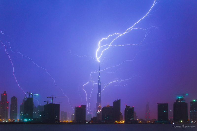 Illustration for article titled What It Looks Like When Lightning Strikes the World's Tallest Building