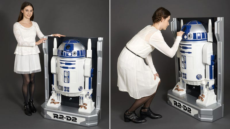 Illustration for article titled This Life-Size Wall-Hugging Figure Is Actually Only Half an R2-D2