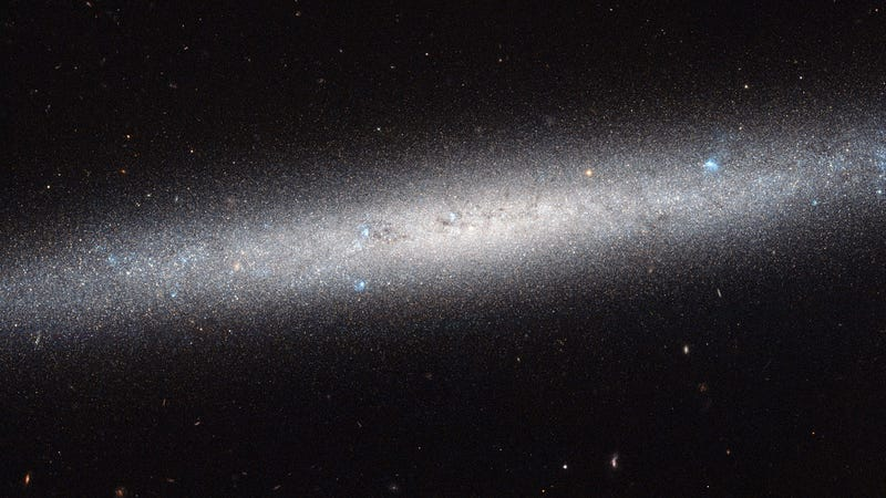 Illustration for article titled Hubble Gives Us A Wide-Angle View Of An Entire Galaxy