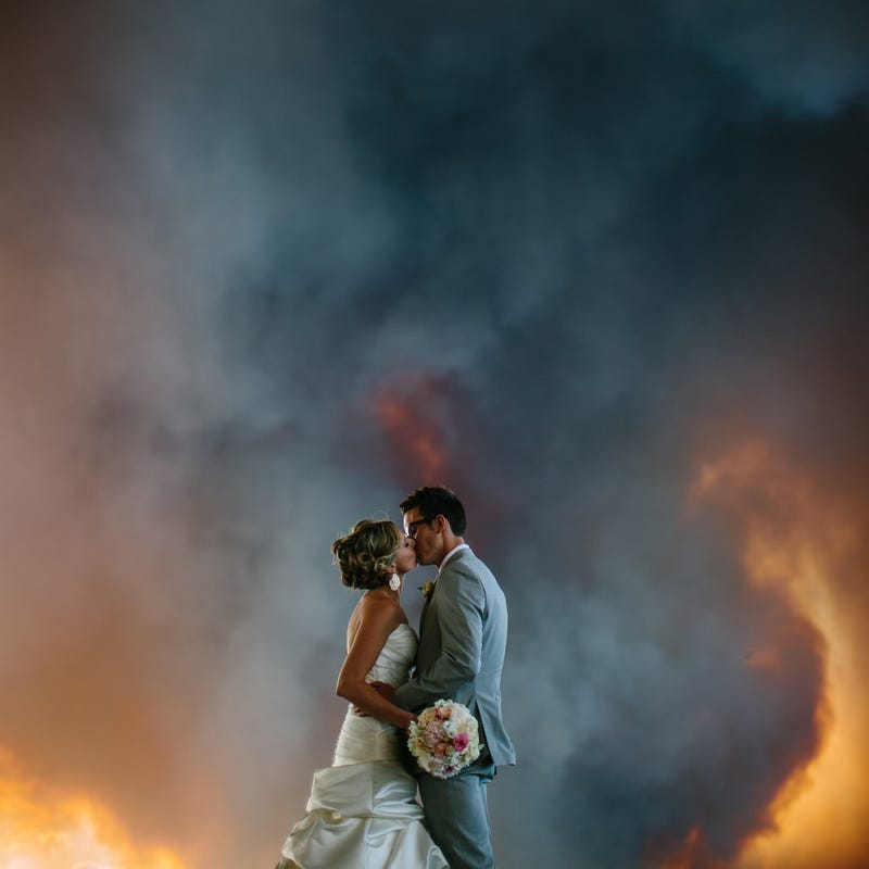 Illustration for article titled How this couple ended up with the most dramatic wedding pictures ever