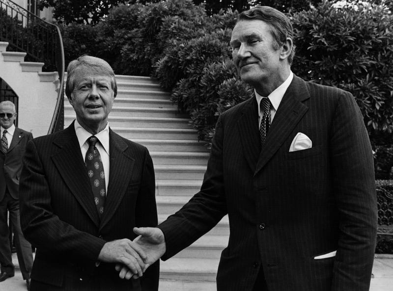 US president Jimmy Carter shakes hands with Australian Prime Minister Malcolm Fraser at the White House on June 22, 1977 (Photo by Brian Alpert/Hulton Archive/Getty Images)