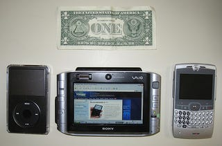Illustration for article titled Sony UX-180p Unboxing