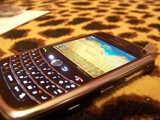 Illustration for article titled More Pictures of the BlackBerry Niagara 96xx: No More Blurrycam!