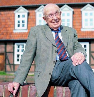 Illustration for article titled Prof. Dr. Fritz Sennheiser, Founder of...Sennheiser, Dies