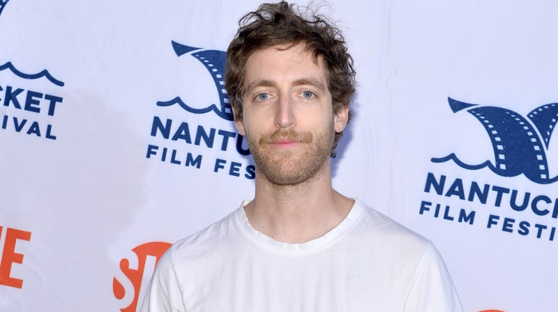 Illustration for article titled Thomas Middleditch tries to turn an L.A. Kings game into a Comedy Bang! Bang! episode