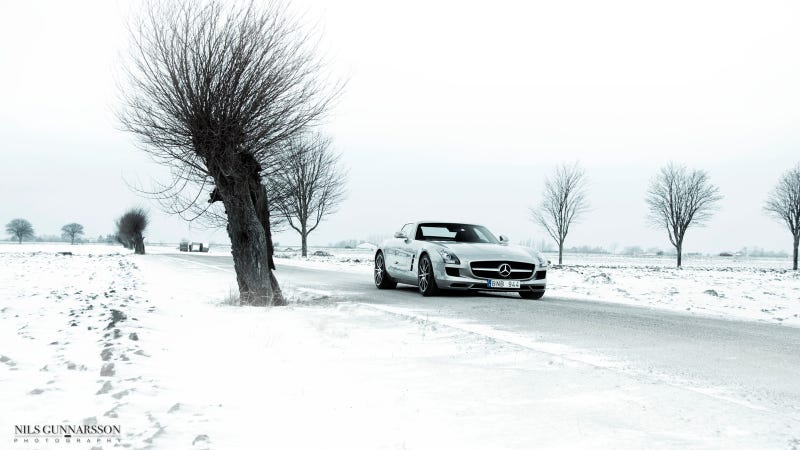 Illustration for article titled Your Ridiculously Snowy Mercedes-Benz SLS AMG Wallpaper Is Here