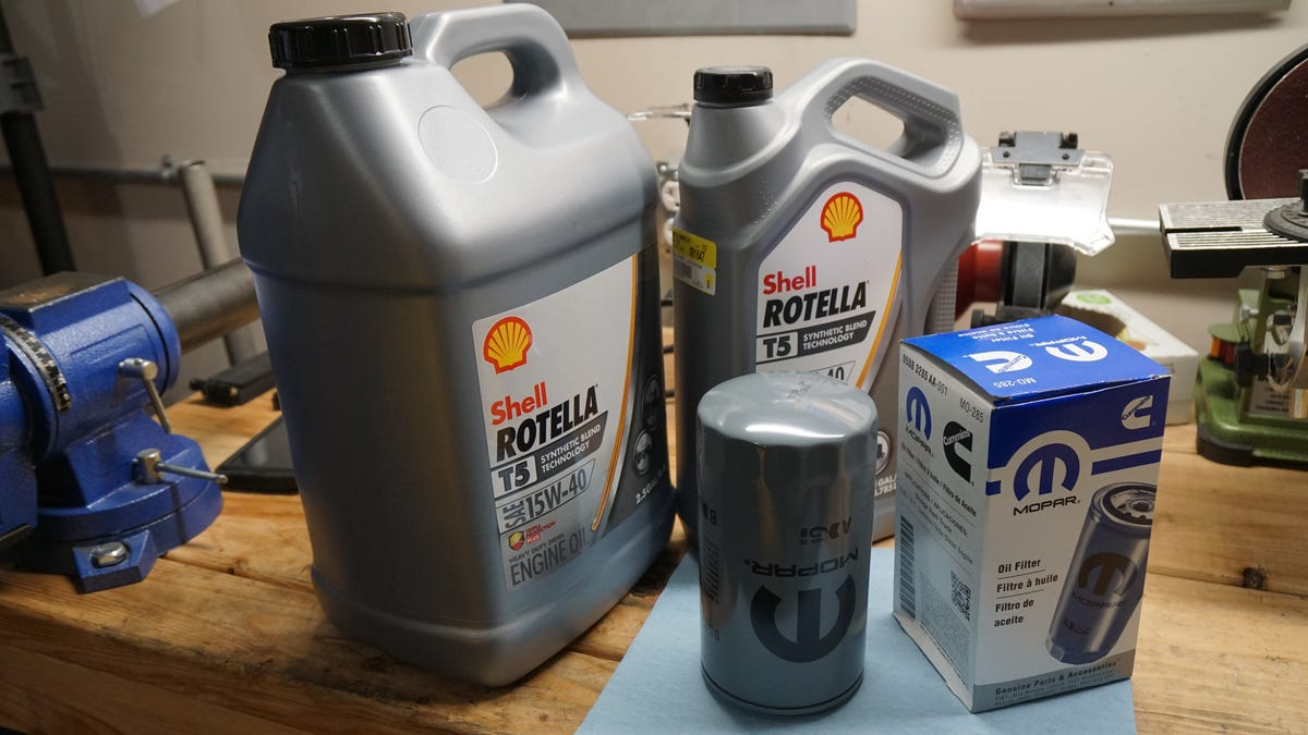 how many quarts of oil for 2005 dodge ram 1500