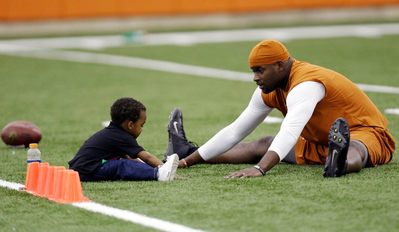 Illustration for article titled Vince Young Graduated From College Today