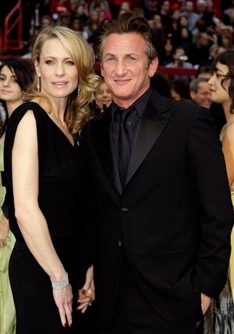 "Illustration for article titled Sean Penn Files For Separation; Christina Applegate Is A ""Most Beautiful"" Person"