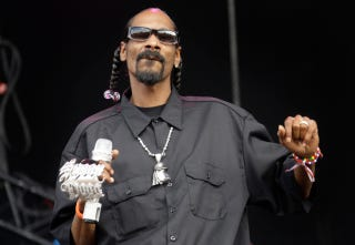 "Illustration for article titled Snoop Dogg Shooting for ""Biggest Diva at Sundance"" Award"