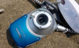 Illustration for article titled Canon Powershot D10 Waterproof Camera Review: Dive, Dive, DIVE!