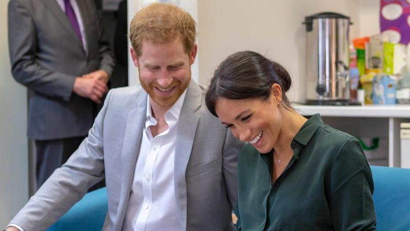 Illustration for article titled Romantic Prince Harry Surprises Meghan Markle With Family's Heirloom Colony