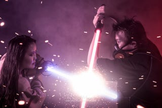 Illustration for article titled Photographer Turns Pre-Wedding Photos Into a Grand Lightsaber Battle
