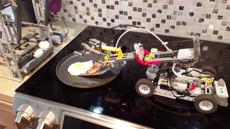 Illustration for article titled Last Call: This Lego machine cooks bacon and eggs