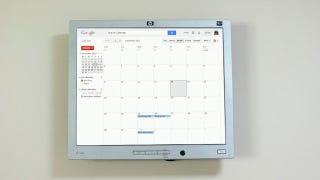 Illustration for article titled Cómo convertir tu viejo monitor en un calendario con Raspberry Pi