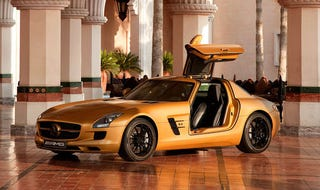 Illustration for article titled Mercedes Brings Gold SLS AMG To Dubai, Wants Oil Money
