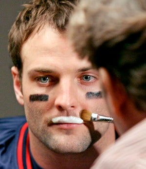Illustration for article titled Wes Welker Doesn't Know How The White Boy Does It, Either