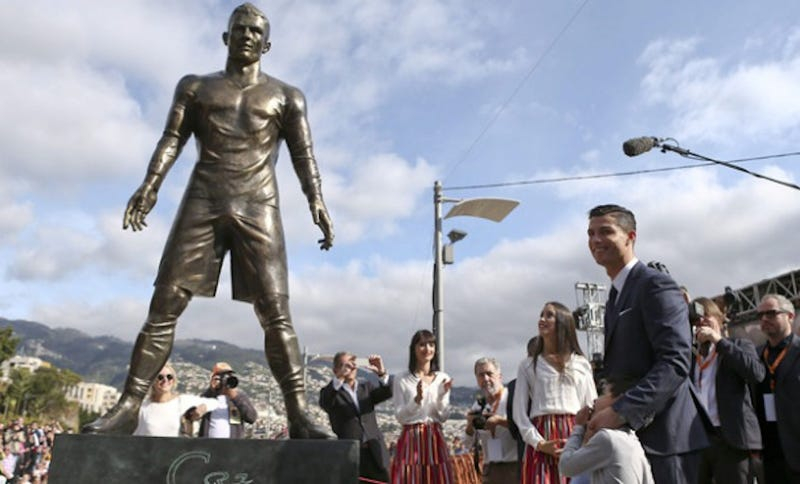 Illustration for article titled New Ronaldo Statue Features Prominent Bronze Wang