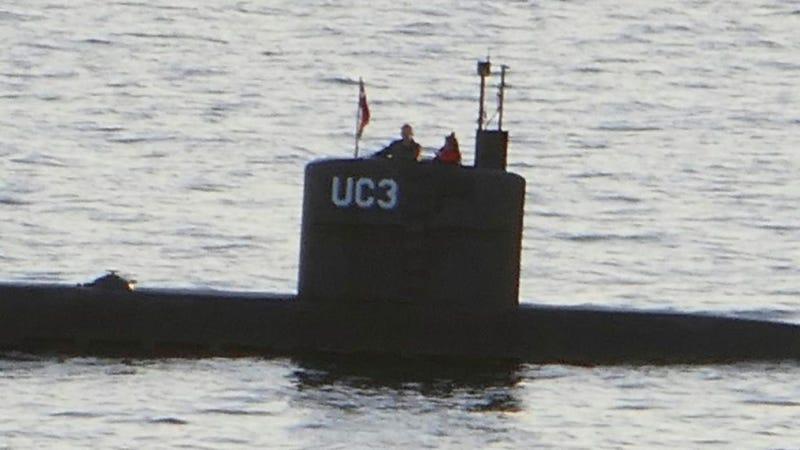 La último foto de la periodista Kim Wall junto al inventor danés Peter Madsen, en el submarino de este último. Imagen: Getty