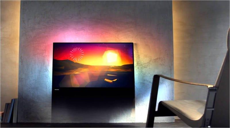 Illustration for article titled ¿El televisor del futuro? Una lámina de cristal apoyada en la pared
