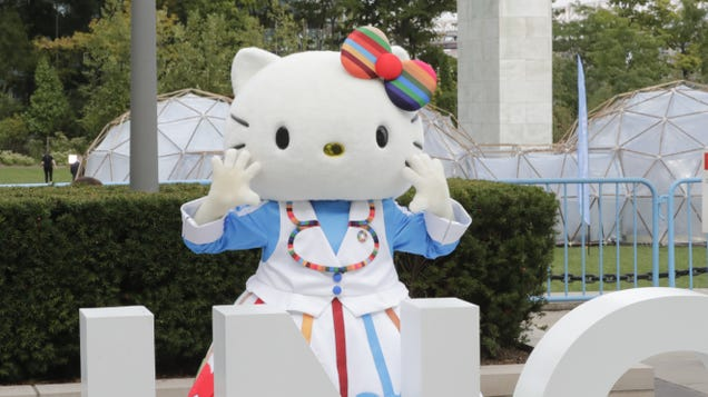 """Watch Hello Kitty defend the Japanese men who adore her: """"It's not wrong!!!"""""""