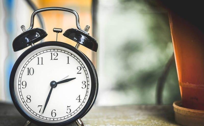Illustration for article titled Por qué las agujas de los relojes giran hacia la derecha en vez de a la izquierda