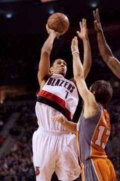 Illustration for article titled Brandon Roy Plays A Game Of 52 Pickup