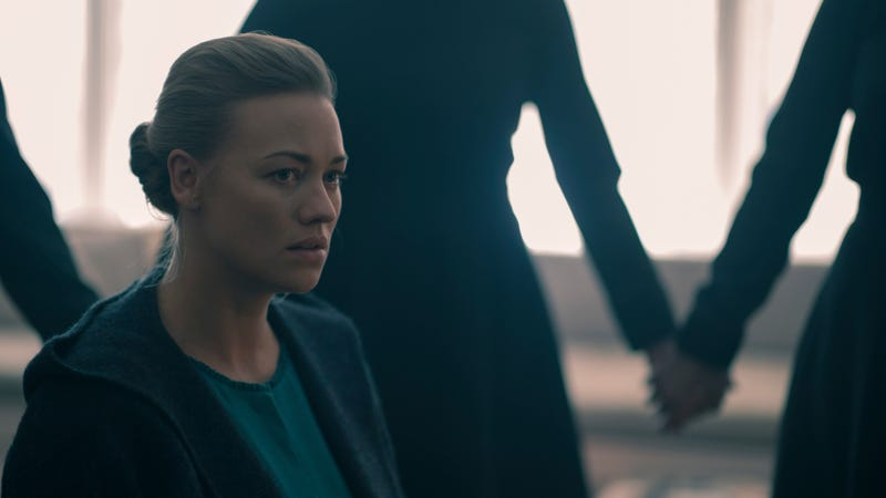 Illustration for article titled The Handmaid's Tale puts the excellent Yvonne Strahovski in muddied waters