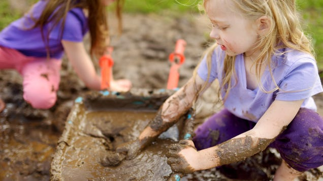 Create a Backyard  Mud Kitchen  for Your Kids This Spring