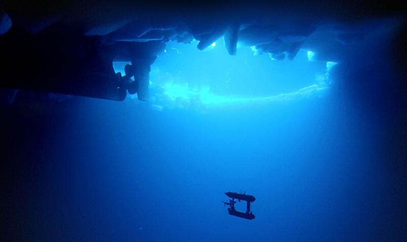 Exploración del hielo menos profundo de la Antártida mediante un robot SeaBED AUV. Foto: WHOI