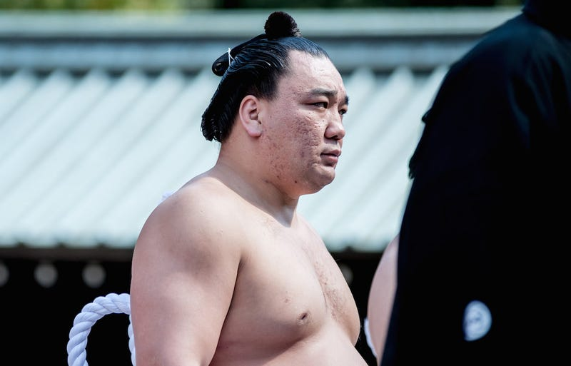 Sumo champ bashes fellow wrestler with beer bottle