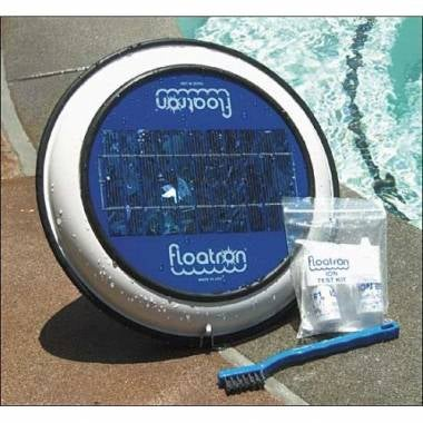 Illustration for article titled Solar-Powered Floatron Cleans Your Pool and Cuts Down on Chemicals