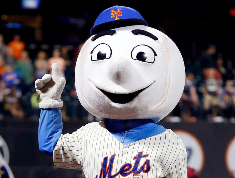 Illustration for article titled Mr. Met Finally Has Sutures Removed