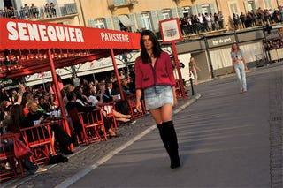Illustration for article titled Plus-Size Model Walks Chanel Runway, Looks Like Regular Model