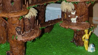 Illustration for article titled This Ewok village gingerbread diorama is too awesome to eat