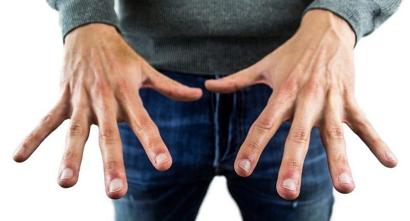 Illustration for article titled Por qué las uñas de los manos crecen más rápido que las de los pies
