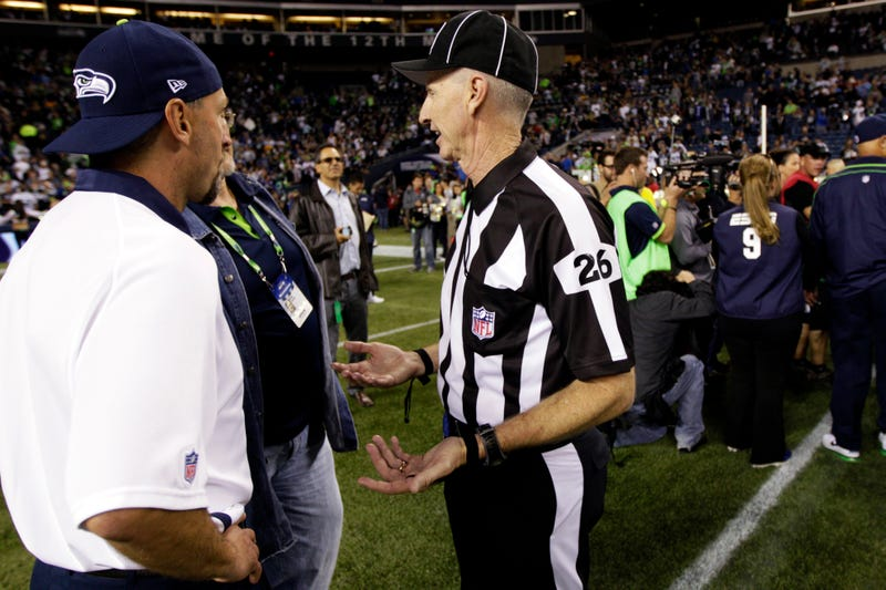 Illustration for article titled The Scab Who Blew The Seattle Touchdown Call Now Wants To Get Paid For Interviews