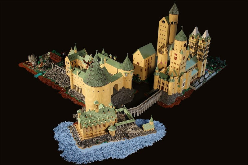 Illustration for article titled This LEGO Hogwarts includes everything from Snape's classroom to the Chamber of Secrets