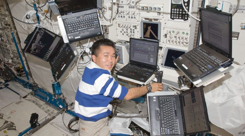 Illustration for article titled How Astronauts Use Laptops on the International Space Station