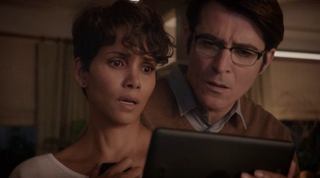 Illustration for article titled Everyone On Extant Is Improbably Stupid