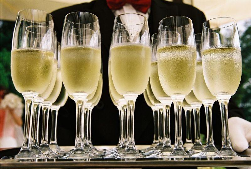 Illustration for article titled Descubren que es posible determinar la calidad del champán escuchando el sonido que hacen sus burbujas