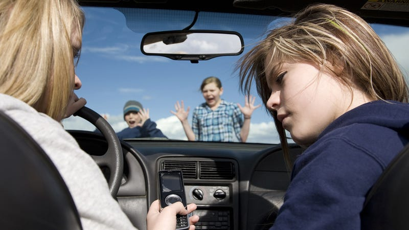 Illustration for article titled A Quarter of All Car Crashes Involve a Gadget
