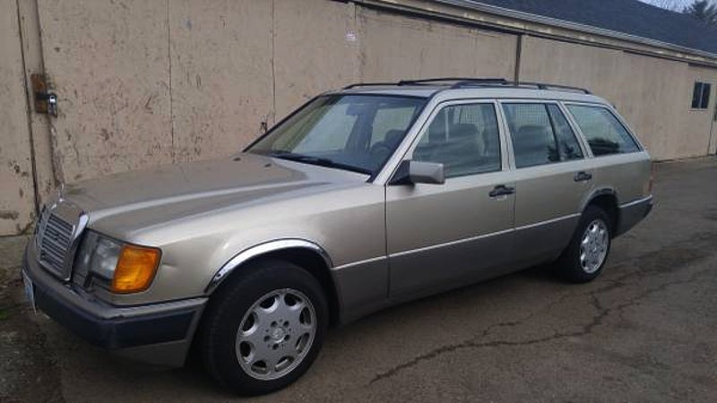 This 1992 mercedes benz 300te rolls awd for 1 999 for Spell mercedes benz