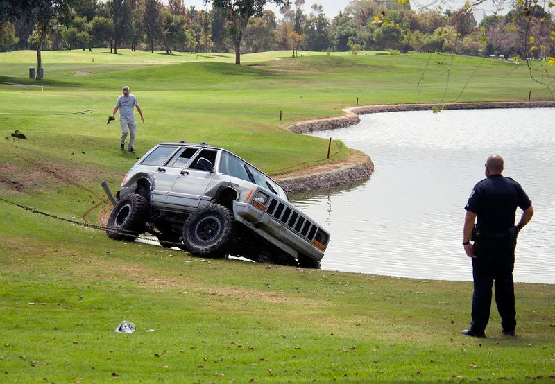 Illustration for article titled Shitty Driver and Jeep Thief Crashes Into Water Hazard, Gets Tackled By Golfer