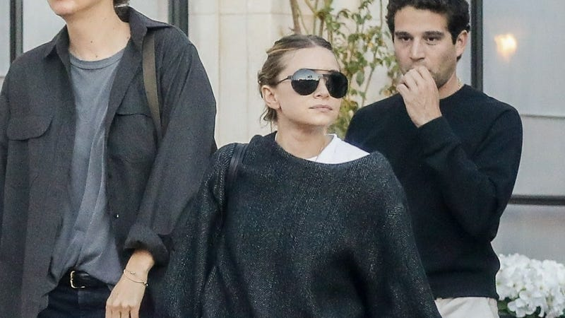 Illustration for article titled Ashley Olsen's Goth Summer Style Is Inspiring to Me
