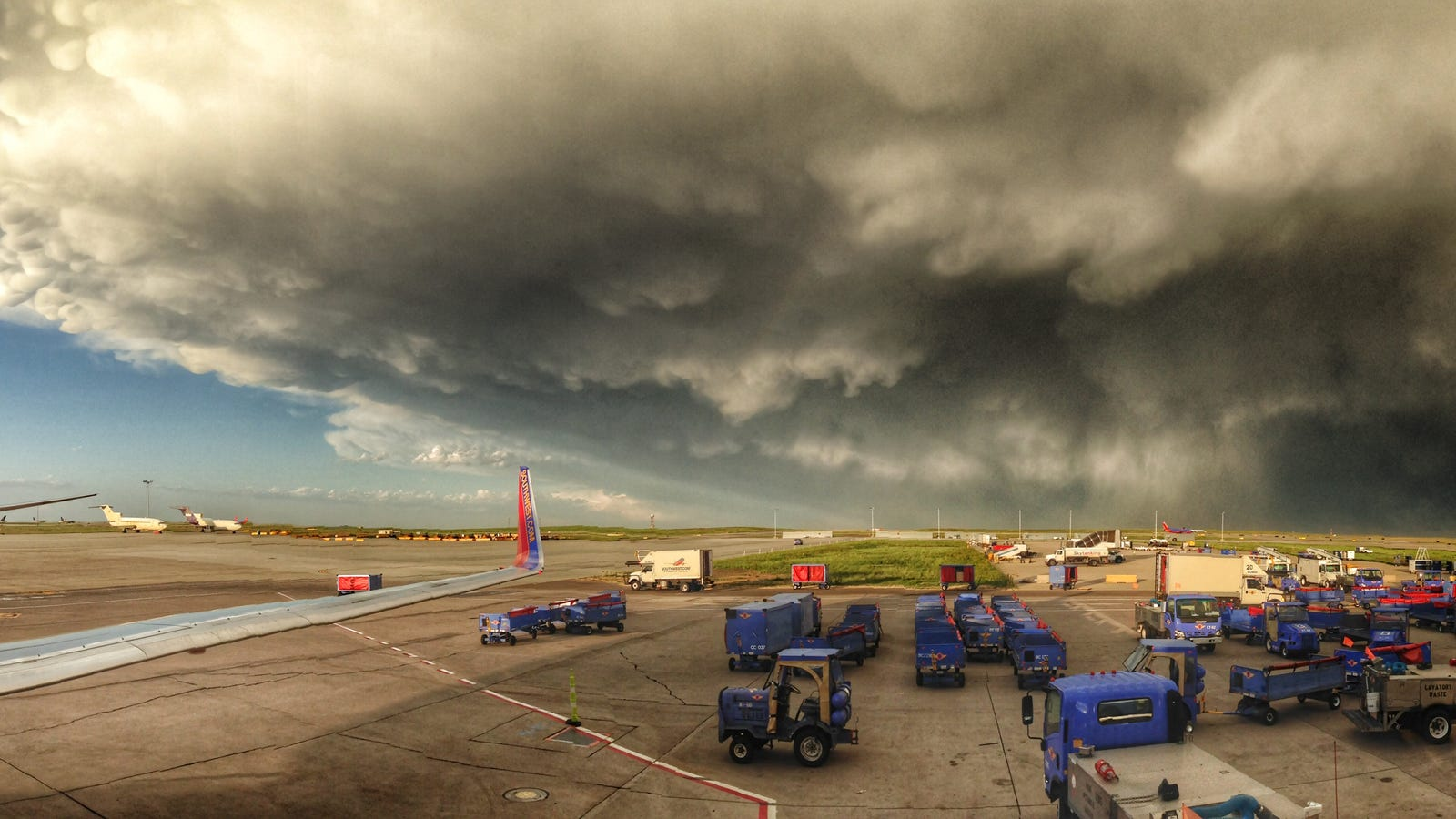 Buying A Car With Hail Damage >> Check Out This Huge Storm Near Denver Airport Last Night