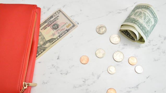 Should You Invest in a 401(k) or Roth 401(k)?