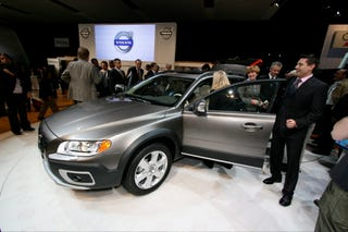 Illustration for article titled New York Auto Show: Volvo XC70 Tougher and Safer, Less Teal